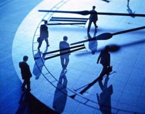 """مهمترین تصمیمات یک مدیر چیستند در تلاشی برای بررسی تصمیمات مهم رهبران، مؤسسه تحقیقاتی Vistage نظر بیش از ۱۰۰۰ مدیرعامل شرکت های بزرگ با کارایی بالا و کسب و کار های کوچک و متوسط (SMB) را به وسیله این پرسش بررسی کرد: """" تصمیم مهم و کلیدی که امسال گرفتید"""