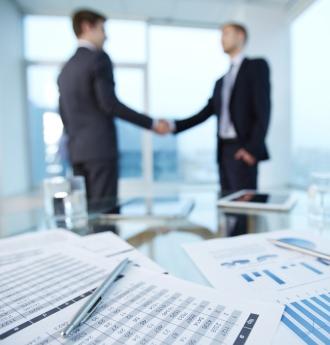 مشاور مالی کیست و چه خدماتی می تواند ارائه دهد؟ خیلی وقت ها بدون اینکه خودمان متوجه شده باشید از خدمات این کارشناسان مالی بهره مند شده ایم. همین که برای